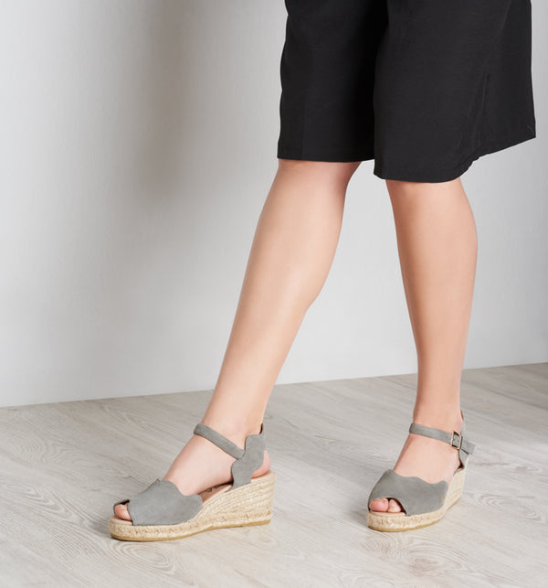 Pedreres Suede Wedges - Ash Grey - VISCATA meta-lifestyle