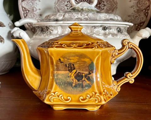 Vintage English Setter Dog Teapot Tea Pot Wood and Sons Amber Finish