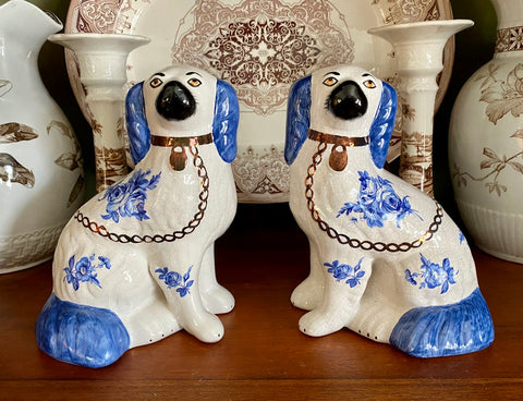 Vintage Pair Blue & White English Roses Staffordshire Dogs Spaniel Dog Figurines Kent