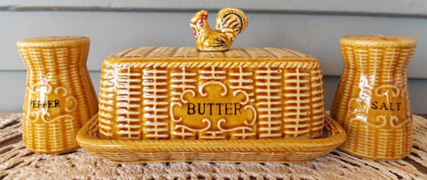 Vintage Golden Amber Majolica Advertising ' SALT & PEPPER ' Shakers Basket Weave w/ Rooster on Lid
