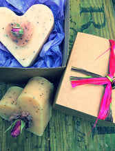 Load image into Gallery viewer, Heart Handmade All Natural Soap Gift Box 50g - Madaboutnature