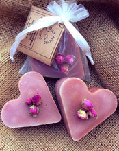 Load image into Gallery viewer, 25 Personalised luxury handmade heart soap wedding favours. Baby shower, bridal shower, gifts, gifts for guests. - Madaboutnature