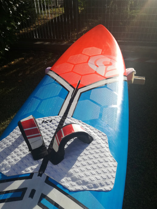 Restyling a Goya windsurf board using HexaTraction