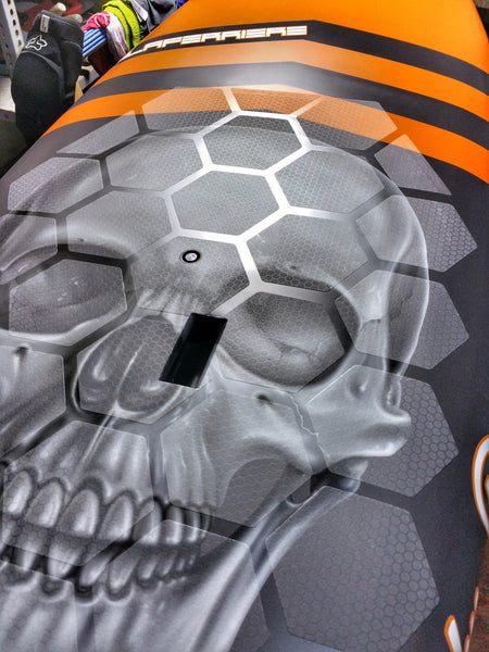 Close look at the skull graphics with HexaTraction alternative to wax