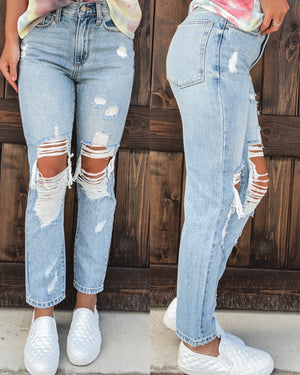 Quinn Distressed Girlfriend Jeans - Light Wash