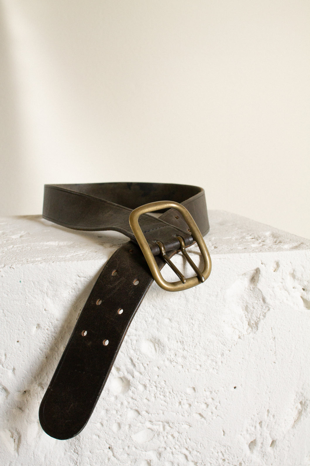 Vintage brown leather double prong brass buckle belt // 29-35.5