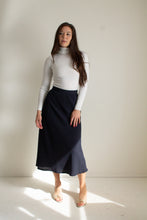 Load image into Gallery viewer, Vintage navy flowy midi skirt // S (1420)