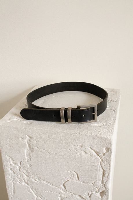 Vintage black leather belt // 27-32