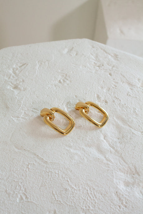 Vintage 80s gold chunky clip on earrings // N/A (1184)