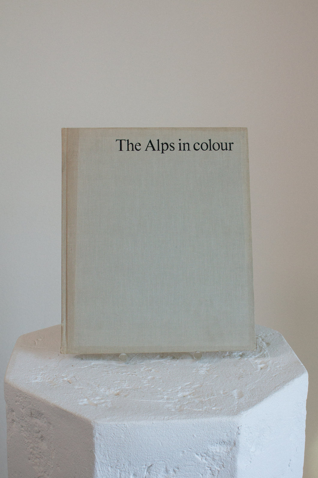 Vintage The Alps in Colour book (D312)