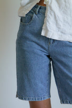 Load image into Gallery viewer, Vintage 90s denim jean shorts // S (736)
