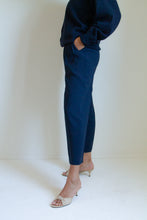 Load image into Gallery viewer, Vintage navy pleated trousers // S (869)