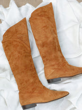 Load image into Gallery viewer, Vintage 80s Via Spiga cognac suede boots // 8 (991)