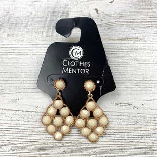 Primary Photo - BRAND:    CLOTHES MENTOR STYLE: EARRINGS COLOR: CREAM SKU: 258-25873-36670