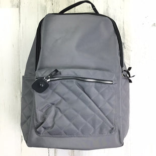 Primary Photo - BRAND:    CLOTHES MENTOR STYLE: BACKPACK COLOR: GREY SIZE: LARGE OTHER INFO: DSW QUILTED POCKETS SKU: 258-258111-7581