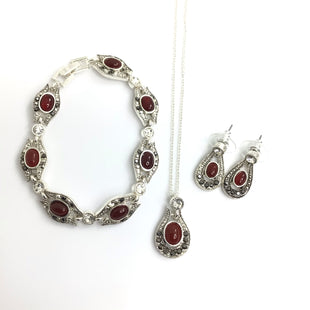 Primary Photo - BRAND:    CLOTHES MENTOR STYLE: NECKLACE SET COLOR: SILVER SIZE: 03 PIECE SET OTHER INFO: MATCHING RING NECKLACE BRACELET SKU: 258-25885-32403
