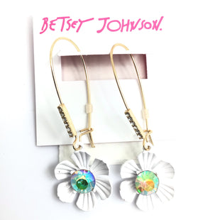 Primary Photo - BRAND: BETSEY JOHNSON STYLE: EARRINGS COLOR: WHITE OTHER INFO: 9 SKU: 258-258113-11288