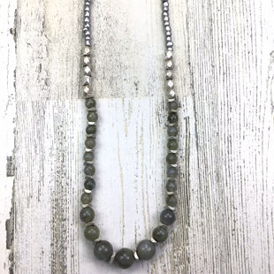 Primary Photo - BRAND:  CMF STYLE: NECKLACE COLOR: GREY OTHER INFO: MARBLE STONE SILVER GREY SKU: 258-25885-26690