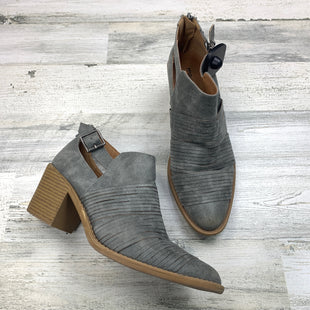 Primary Photo - BRAND: MAURICES STYLE: BOOTS ANKLE COLOR: GREY SIZE: 10 OTHER INFO: BUCKLE WITH OPEN HEEL SKU: 258-25877-16523