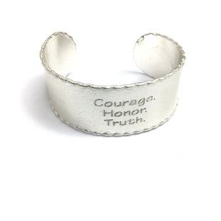 Primary Photo - BRAND: RUSTIC CUFF STYLE: BRACELET COLOR: SILVER OTHER INFO: 36  COURAGE HONOR TRUTH SKU: 258-258113-7052