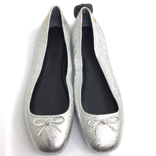 Primary Photo - BRAND: TORY BURCH STYLE: SHOES FLATS COLOR: SILVER SIZE: 10 OTHER INFO: LAILA - FRONT BOW SKU: 258-25885-32568
