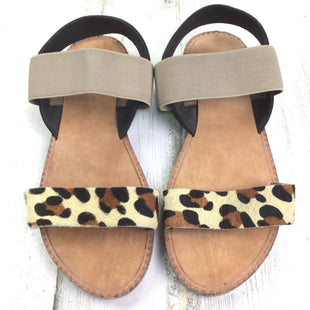 Primary Photo - BRAND: BOUTIQUE + STYLE: SANDALS FLAT COLOR: ANIMAL PRINT SIZE: 9 OTHER INFO: TAUPE STRAP SKU: 258-258111-5814
