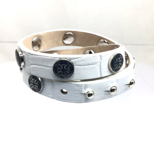 Primary Photo - BRAND: RUSTIC CUFF STYLE: BRACELET COLOR: WHITE OTHER INFO: WRAP W BLUE FLOWER SKU: 258-258100-3598