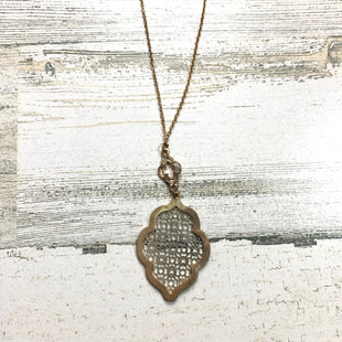 Primary Photo - BRAND:  CMF STYLE: NECKLACE COLOR: GOLD OTHER INFO: SILVER PATTER SKU: 258-25885-27139
