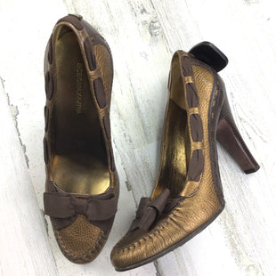 Primary Photo - BRAND: BCBGMAXAZRIA STYLE: SHOES HIGH HEEL COLOR: BRONZE SIZE: 7 OTHER INFO: TOE BOW SKU: 258-258113-3979