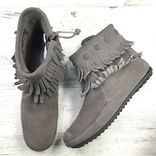 Primary Photo - BRAND: MINNETONKA STYLE: BOOTS ANKLE COLOR: GREY SIZE: 8 OTHER INFO: FRINGE MOCCASINS SKU: 258-258111-4262