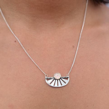 ADRIFT MOONSTONE NECKLACE