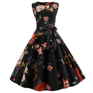 Vintage Style Knee-Length Dress With Floral Design