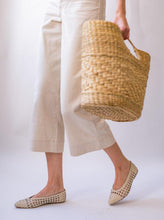 Load image into Gallery viewer, Helen Woven Flat in Ivory