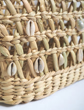 Load image into Gallery viewer, Sally Seashell Woven Straw Tote