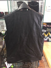 Load image into Gallery viewer, Men's Leather Vest Without Top Pockets Has No Collar 6674.00