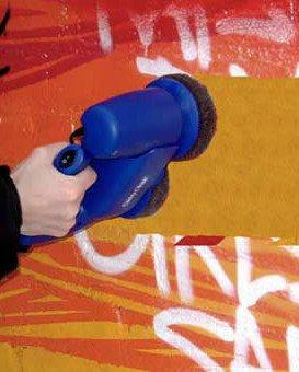 Cleans Graffiti