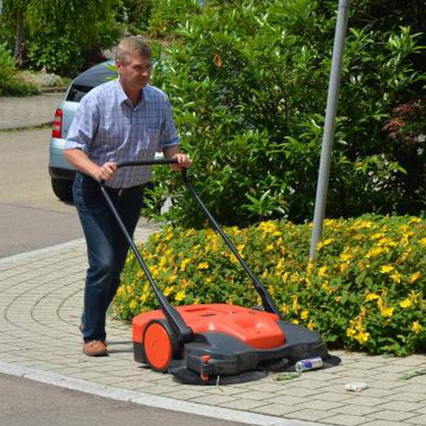 "HAAGA® 677 Sweeper Outdoor / Indoor 31"" Battery Push Sweeper"