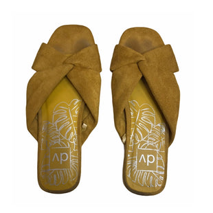 Primary Photo - BRAND: DOLCE VITA STYLE: SANDALS FLAT COLOR: MUSTARD SIZE: 8 SKU: 299-29929-55624