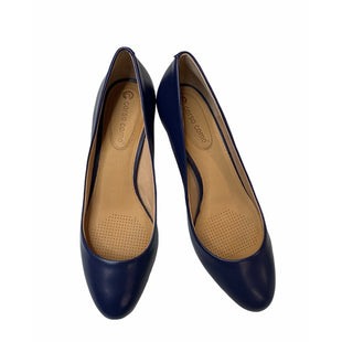 Primary Photo - BRAND: CORSO COSMO STYLE: SHOES LOW HEEL COLOR: NAVY SIZE: 8.5 SKU: 299-29929-53816•HEEL STYLE:  KITTEN, STILETTOTOE STYLE:  CLOSED TOE2 1/2 HEEL GEL AND FOAM-CUSHIONED FOOTBEDLEATHER UPPER AND LINING