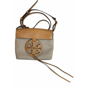 "Primary Photo - BRAND: TORY BURCH STYLE: HANDBAG DESIGNER COLOR: KHAKI SIZE: MEDIUM SKU: 299-29929-55938•MEASURES APPROXIMATELY 8"" W X 7"" H"