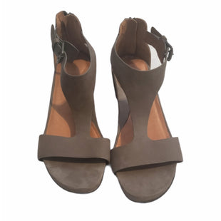 Primary Photo - BRAND: GENTLE SOULS STYLE: SANDALS LOW COLOR: GREY SIZE: 9 SKU: 299-29987-439