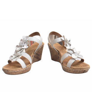 Primary Photo - BRAND:    CLOTHES MENTOR STYLE: SANDALS HIGH COLOR: FLOWERED SIZE: 9 OTHER INFO: BORN CONCEPT - SKU: 299-29987-321
