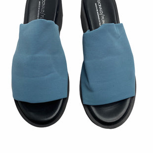 Primary Photo - BRAND: DONALD PLINER STYLE: SANDALS FLAT COLOR: BLUE SIZE: 7 SKU: 299-29950-9781