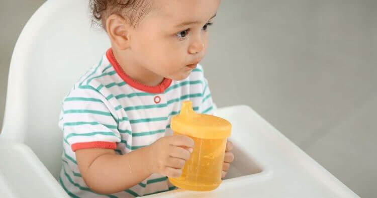 Why can't newborn babies under 6 months drink water? And when can a newborn baby drink water?