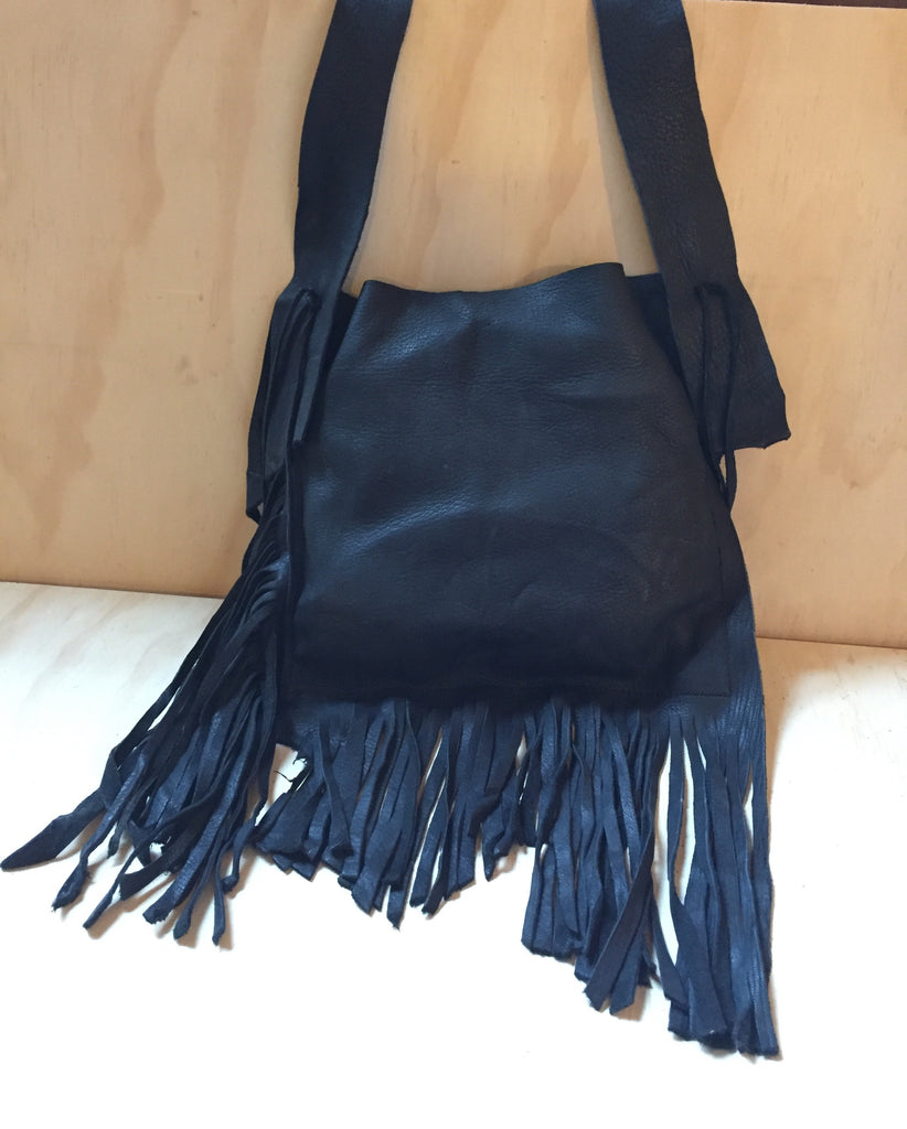 Deer leather fringe bag black