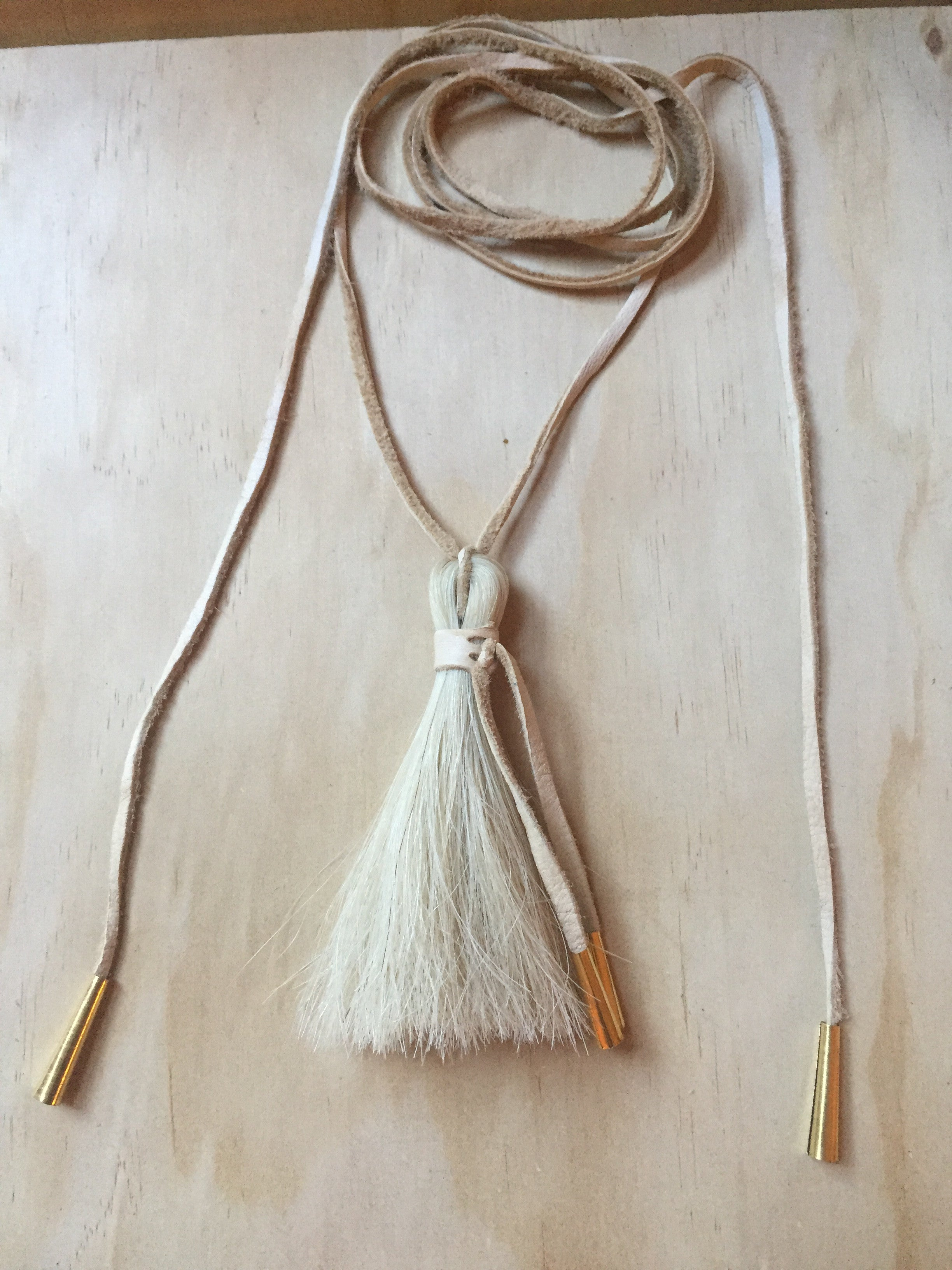 Horse hair necklace white