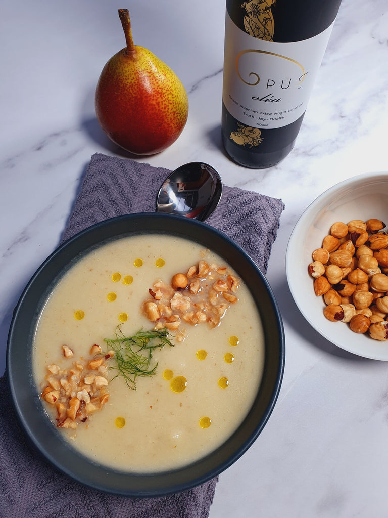 Detoxifying fennel and pear soup with crunchy hazelnut topping