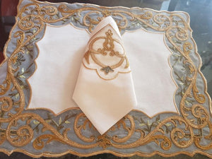 Gold Place Mat with Napkins