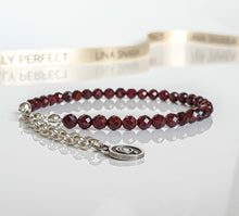 "Load image into Gallery viewer, Set of Red Garnet Silver Necklace and Bracelet ""Vitality"" - Petit Secret"