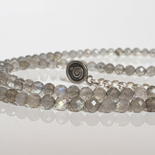 "Load image into Gallery viewer, Labradorite Silver Necklace ""The Guardian"" - Petit Secret"